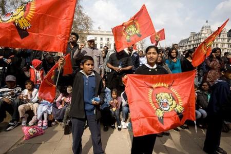 Protestai prieš Šri Lankos valdžią tamilų krašte Europoje susilaukia tik tamilų imigrantų dėmesio.
