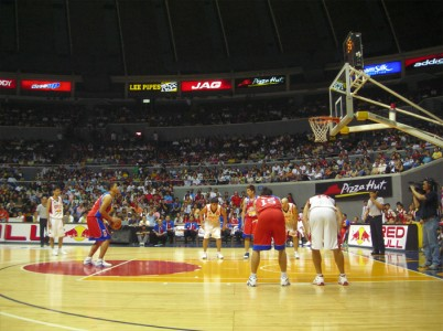 Filipinų krepšinio asociacijos varžybos Araneta Coliseum (15 tūkst. vietų) arenoje Maniloje.