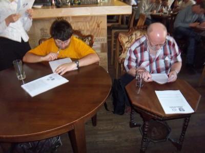 2009 m. čempionas Vytautas Danilevičius ir vicečempionas Kastytis Beitas atsakinėjo į klausimus prie garbingiausiųjų stalų.